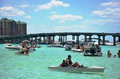 Destin attractions - Destin Crab Island boat cruises