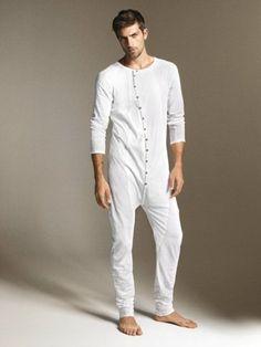 Funny sleep look Mode Masculine, Mens Nightshirts, Pyjama Kigurumi, Coast Outfit, Mens Onesie, Designer Jumpsuits, Barefoot Men, Boys Pajamas, Pyjamas
