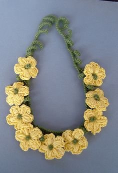 Watch The Video Splendid Crochet a Puff Flower Ideas. Phenomenal Crochet a Puff Flower Ideas. Thread Crochet, Knit Or Crochet, Crochet Motif, Crochet Crafts, Crochet Flowers, Crochet Projects, Crochet Patterns, Felt Flowers, Yellow Flowers
