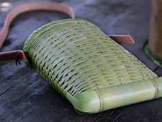 The current shoulder bag is not a bamboo tiger! Bamboo Roof, Bamboo Art, Bamboo Crafts, Bamboo Texture, Bamboo Structure, Bamboo Weaving, Basket Weaving, Ideas Cabaña, Craft Ideas