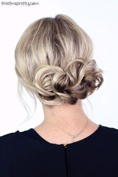 Undoubtedly the easiest and most gorgeous updo, perfect for the holiday season. Watch the easy to follow video tutorial at twistmepretty.com