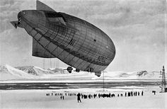Roald Amundsen begynner sin ferd til Nordpolen med Luftskipet «Norge» på denne dag i 1926. Det var også første gang at noe luftfartøy gjennomførte en flyvning mellom Europa og Amerika over Arktis. Bildet er fra mellomlandingen på Svalbard.