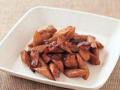 ごぼうとベーコンのソテーレシピ 講師は高城 順子さん|ベーコンのコクと、ごぼうの香りがマッチ。オリーブ油、ワインの風味も広がります。