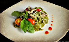 Spinach Fettuccine with Baby Bella Mushrooms and Cherry Tomatoes | http://pinterest.com/Secooking/