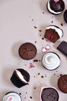 Hi hat cupcakes de chocolate merengue y frambuesas frescas