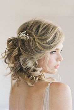 short wedding hairstyle ideas curly hair with accessory chialimengartistry