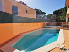 4+1 bedroom villa located in a nice area of Cascais. €875.000