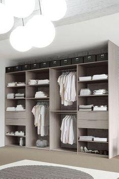 Un placard composable d'un bon rapport/qualité prix. http://www.m-habitat.fr/petits-espaces/dressing/le-dressing-en-kit-3288_A