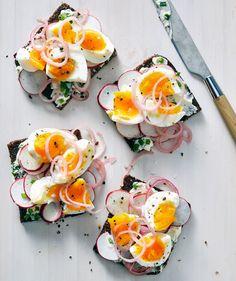 Soft-Boiled Egg and Radish Smørrebrød Recipe Gourmet Breakfast, Best Breakfast Recipes, Brunch Recipes, Breakfast Healthy, Boiled Egg Breakfast Ideas, Breakfast Kids, Healthy Breakfasts, Dinner Recipes, Open Faced Sandwich