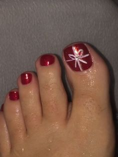 Christmas package toe nail design.