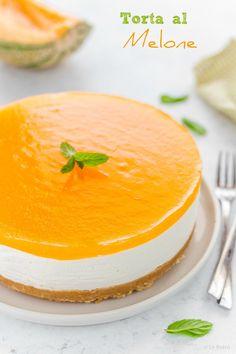 La torta al melone è un dolce semplice, fresco e senza cottura. Ideale per le giornate calde estive. Scopri la ricetta delicata con pochi ingredienti e passaggi. #torta #cake #melone Opera Cake, Cheesecake, Cherry Smoothie, Torte Cake, Mousse Cake, No Bake Cake, Sweet Recipes, Bakery, Dessert Recipes