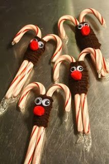 Christmas Sweets for Kids christmas-crafts Candy Cane Christmas, Candy Cane Reindeer, Christmas Sweets, Noel Christmas, Christmas Goodies, Christmas Ornaments, Funny Christmas, Reindeer Ornaments, Reindeer Christmas