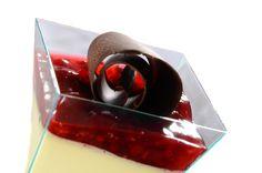 Panna cotta malinová Originální lehký italský dezert z vařené smetany s vanilkou a malinami