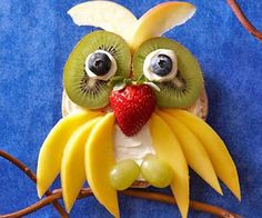 20 Awesome Fun Foods for Kids - Gourmandelle | Fruity Owl Bagel with Fruits