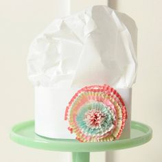 Pretty Baking Chefs Hat This adjustable paper chefs hat is embellished with a pretty paper flower made from cupcake liners. Coordinates perfectly with the Sophie Apron and is a must-have for the cutest baking party ever! Baking Birthday Parties, Baking Party, Cupcake Liner Flowers, Cupcake Liners, Cute Baking, Baking Set, Paper Chef Hats, Chef Hats For Kids, Kids Cooking Party
