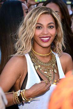 She always looks stunning!!  Fashion Accessories - Designer Accessories Blog - ELLE