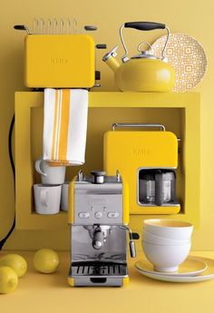 Yellow vintage style toaster, coffee maker, espresso maker & tea kettle ^ my dark, brooding, 16 year old goth self would shoot me right now if she knew that later in life I would want a yellow kitchen set. Yellow Cottage, Mellow Yellow, Bodak Yellow, Yellow Vase, Yellow Theme, Lemon Yellow, Color Yellow, Blog Deco, Dinnerware Sets