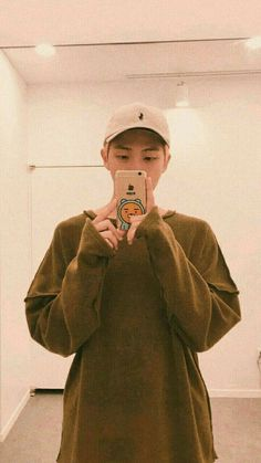 BTS preferences 2 well another one - pic he sends when he is back on tour Kim Namjoon, Bts Suga, Seokjin, Bts 2013, Mixtape, Rapper, Bts Rap Monster, Bts Aesthetic Pictures, Bts Korea