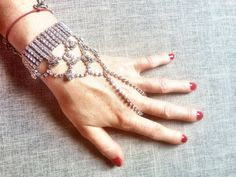 gioielli-mani-jewelsjoy-handpiece  how to have manicure at home and decorate hands - come fare la manicure a casa e come ingioiellare le mani  #handpiece #jewels #jewel #fasgion #trend #summer #red #nailpolish #fashionblog