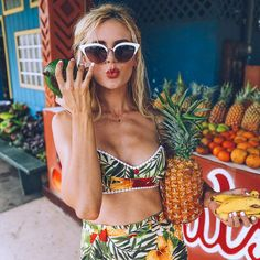 Tropical Fruit Stand - Barefoot Blonde by Amber Fillerup Clark Amber Fillerup Clark, Magazine Mode, Fruit Stands, Barefoot Blonde, Photo Portrait, Healthy Summer, Mood, Coups, Bikini Bodies