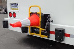 Deploy and stow traffic safety cones in just seconds! Create a safe work perimeter when making deliveries safely, quickly and easily. HTS Systems' HTS-CC-18V vertical mount Cone Cradle opens to 90° degrees, an excellent safety application for side-loader beverage trucks.