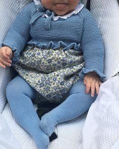 Comenzamos la semana con nuestros modelos pompom. Ranita alta de flores de algodón y capota a juego. Tu eliges el modelo, tu eliges la talla, tu eliges la tela y el color y pompom te lo hace. Encargos por privado y en el 609736385. Enviamos ✈️ a todo el Toddler Outfits, Baby Boy Outfits, Kids Outfits, Vintage Baby Clothes, Knitted Baby Clothes, Knitting For Kids, Baby Knitting, Little Girl Fashion, Kids Fashion