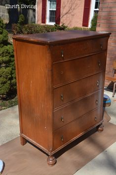 Save An Ugly Dresser: A Chic Dresser Makeover Beautiful Dresser Makeover With Shabby Paints from Thrift Diving Diy Furniture Projects, Refurbished Furniture, Repurposed Furniture, Shabby Chic Furniture, Diy Projects, Painted Furniture, Bedroom Furniture, Furniture Stores, Diy Dresser Makeover