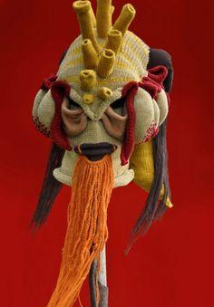Monster-Masken aus Wolle – Tentakel für alle mit gehäkeltem Bart, restliches scheint eher gestrickt zu sein.
