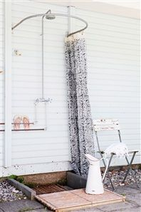 15 Fabulous Outdoor Shower Ideas Letting You Cherish a Comforting Open-Air Bath! Outdoor Baths, Outdoor Bathrooms, Outdoor Rooms, Outdoor Living, Outdoor Decor, Bar Patio, Outside Showers, Outdoor Showers, Douche Design