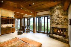 フランク・ロイド・ライト風、石とガラスの邸宅