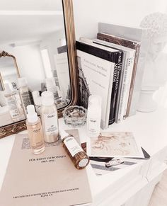Makeuphall: The Internet`s best makeup, fashion and beauty pics are here. Women's Museum, Kelsey Simone, Beauty Corner, Vanity Organization, In This House We, Rose Hair, Shelfie, Parisian Style, Beauty Photography
