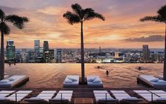 An insider's guide to the top luxury hotels in Singapore, including the best for Michelin-starred restaurants, jaw-dropping city views, rooftop pools, pampering spas, luxurious rooms, tennis courts and decadent afternoon teas, in locations including Downtown Singapore, Clifford Pier, Sentosa Island, Marina Bay and on the Singapore River.