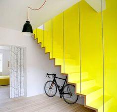 escaliers-jaune-vif