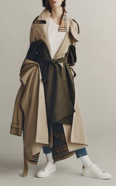 Get inspired and discover Burberry: The Heritage Trench Collection trunkshow! Shop the latest Burberry: The Heritage Trench Collection collection at Moda Operandi. Burberry Outfit, High End Fashion, Coats For Women, Trench, Fashion Brands, Style Inspiration, Instagram, How To Wear, Outfits