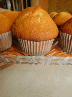 mal E o joaca sa faci aceste mini checuri , cu denumire imprumutata- Muffins. Nici de cantar n-ai nevoie, doar de o cana de 200 ml si... Muffin, Breakfast, Gem, Food, Morning Coffee, Muffins, Gemstones, Meals, Cupcakes