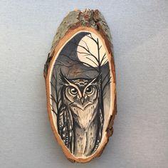 Wood / tree slice with original drawing of an owl / eagle owl door Inkspirednl op Etsy https://www.etsy.com/nl/listing/240967149/wood-tree-slice-with-original-drawing-of