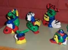 Esculturas Miró. Con plastilina Clay Projects For Kids, Recycled Art Projects, Artists For Kids, Art For Kids, Kids Inspire, History For Kids, Ecole Art, Kindergarten Art, Joan Miro