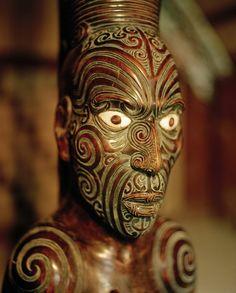 Maori Teko Teko Sculpture with facial tattoos Arte Tribal, Tribal Art, Maori Face Tattoo, Maori Tattoos, New Zealand Image, Polynesian Art, Polynesian Culture, Maori People, Zealand Tattoo