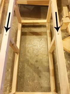 Screw middle dividers into DIY storage chest frame Woodworking Joints, Woodworking Workbench, Woodworking Workshop, Woodworking Furniture, Woodworking Projects, Woodworking Classes, Diy Storage Trunk, Diy Storage Boxes, Entryway Bench Storage