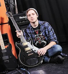 The hospice that cared for dying musician Tom Searle has been flooded with donations from his fans. The Architects guitarist died from melanoma skin cancer while he was staying at. Hospice, Music Is Life, Music Bands, Toms, Death, Memories, Mens Tops, Architects, Cancer