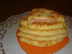 Фото к рецепту: Сырные лепешки за 15 минут