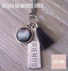 Wouw, nieuwe kettingen bij LASTJUNE!! Deze 'Beach Memories' zijn verkrijgbaar in vier te gekke kleuren!  www.lastjune.nl