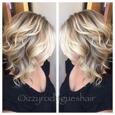 Shoulder Length Blonde Hair Shoulder length haircuts are cute for women falls right in the perfect spot! Shoulder length hair is a trendy style because these lengths are universally flattering and comfortable to stylish. Medium Hair Styles, Curly Hair Styles, Blonde Ombre Hair Medium, Blonde Lob With Bangs, Cute Blonde Hair, Blonde Layers, Shoulder Length Blonde, Shoulder Length Bob Haircuts, Hair Color And Cut