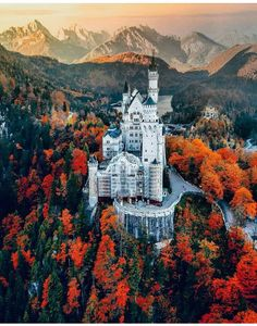 Castle Gate, Germany Castles, Neuschwanstein Castle, Gate House, Lovely Smile, Autumn Cozy, Best Cities, Great Pictures, Romantic Travel