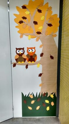 Decoración puerta clase, otoño Fall Classroom Door, Fall Classroom Decorations, Easy Fall Crafts, Diy And Crafts, Crafts For Kids, Preschool Decor, Welcome To School, Thanksgiving Activities For Kids, Halloween