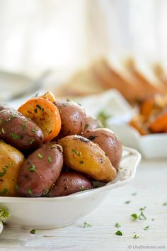 This greek-style Lemon Rainbow Potatoes Recipe is fabulous for serving baked potatoes on side, worry free and hassle free. Just 5 minutes prep and rest is the trouble of slow cooker.I& not going t. Slow Cooker Recipes, Crockpot Recipes, Cooking Recipes, Healthy Recipes, Slow Cooking, Greek Lemon Potatoes, Crockpot Side Dishes, Slow Cooker Pressure Cooker, Potato Side Dishes
