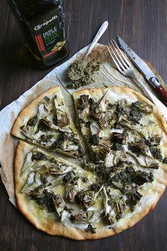 Pizza aux artichauts poivrade et pesto