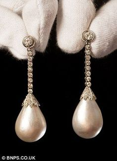 Unique pearl earrings given by the King of Romania to his mistress could fetch £ 500,000 when they are auctioned this week. 35 yrs ago they were thrown in a drawer & forgotten. Story at http://www.dailymail.co.uk/news/article-2134411/Girl-500k-pearl-earrings-Jewels-locked-away-35-years-owner-didnt-like-tipped-raise-thousands-auction.html