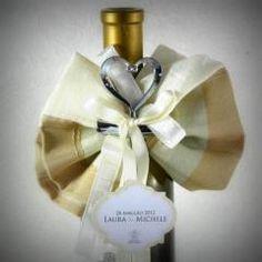 #bomboniera #donodivino firmata @CastleOfAngels #confezione #bottiglia singola #fiocco #confetti e #tappo #cuore #design