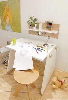 20 Cool Kids Desks for Painting and Writing | DigsDigs